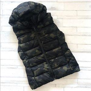 Uniqlo Ladies Camouflage Down Vest. Size L
